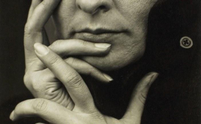 最了不起最具争议美国女画家乔治亚·欧姬芙_Georgia Totto O'Keeffe