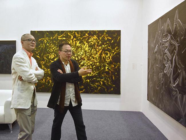 策展人夏可君与艺术家探讨学术话题