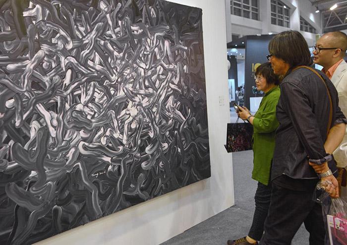 北京画院油画创作室主任白羽平先生与艺术家唐华伟探讨技法