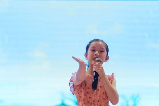 水粉画_小画家自画像_刘思涵_国际青少年美术家_少美联赛
